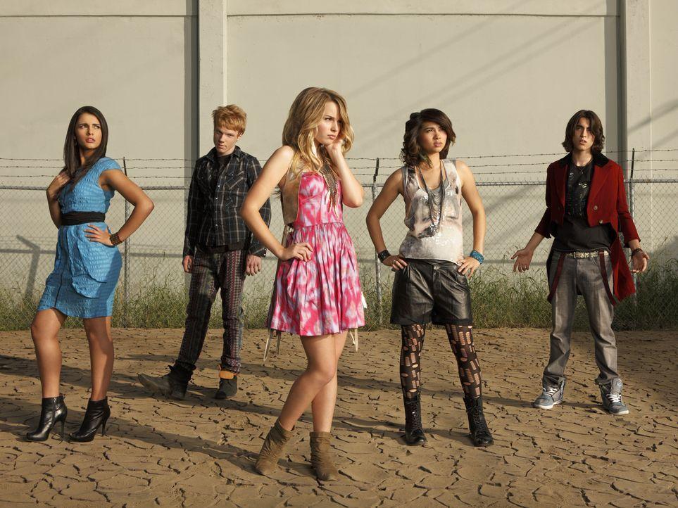 Können die Limonadenautomaten retten: (v.l.n.r.) Mo (Naomi Scott), Wen (Adam Hicks), Olivia (Bridgit Mendler), Stella (Hayley Kiyoko) und Charlie (... - Bildquelle: Disney Media Distribution