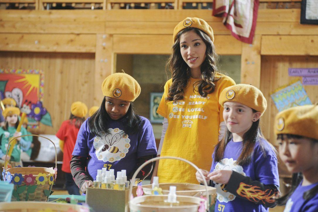 Kann zunächst nicht glauben, dass der egoistische Alex sich bereit erklärt hat, eine Pfadfindertruppe voller kleiner Mädchen zu übernehmen: Mati... - Bildquelle: Disney
