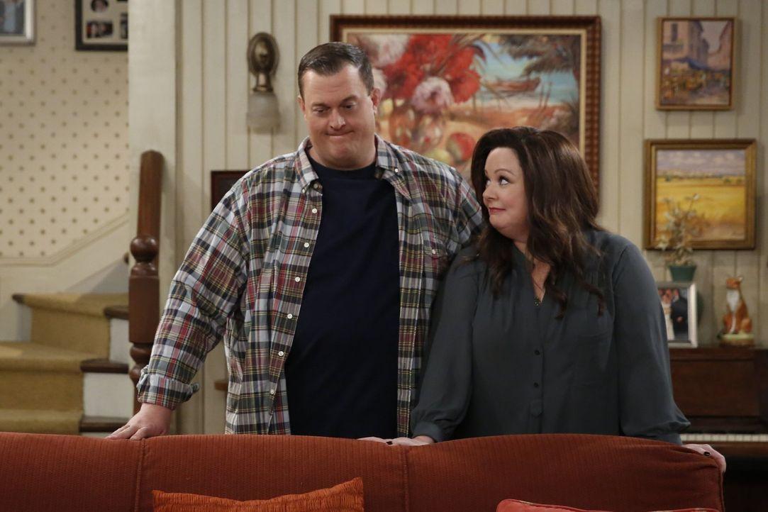 Turbulent geht es bei Mike (Billy Gardell, l.) und Molly (Melissa McCarthy, r.) weiter ... - Bildquelle: Warner Brothers