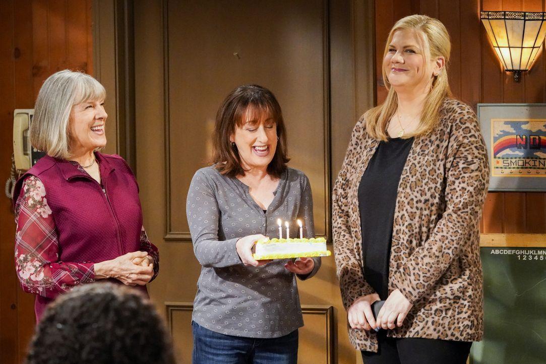 (v.l.n.r.) Marjorie (Mimi Kennedy); Wendy (Beth Hall); Tammy (Kristen Johnston) - Bildquelle: Warner Bros. Entertainment, Inc.