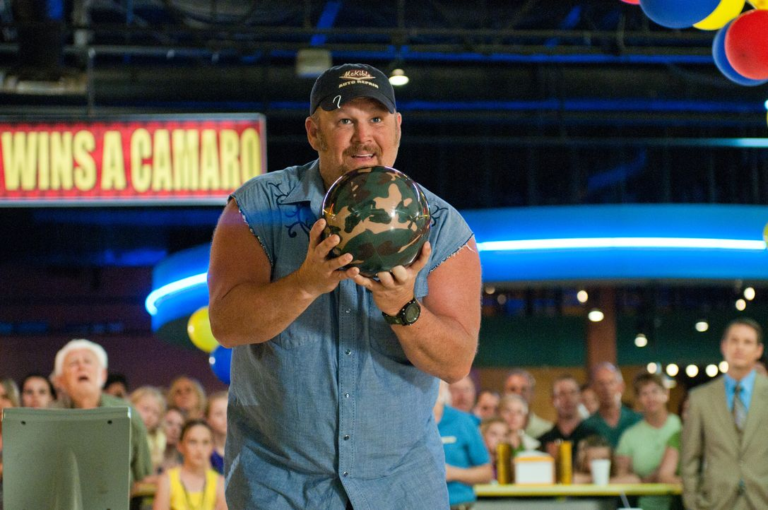 Nur noch ein einziger Wurf und Larry (Larry the Cable Guy) geht entweder als Verlierer oder als großer Gewinner vom Platz. Da bestellen seine Freund... - Bildquelle: Jon Farmer 2011 Twentieth Century Fox Film Corporation and Walden Media, LLC. All rights reserved.
