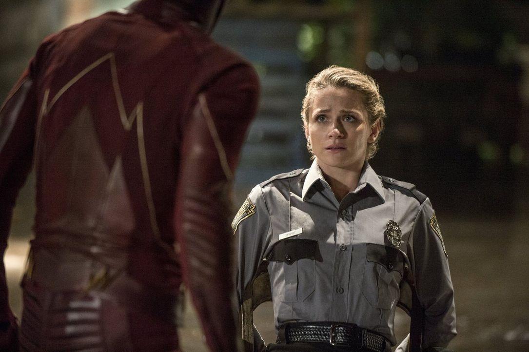 Muss schnell erkennen, was es bedeutet, wenn man sich dem Kampf gegen die Meta-Wesen anschließt: Polizistin Patty Spiovot (Shantel VanSanten) ... - Bildquelle: 2015 Warner Brothers.