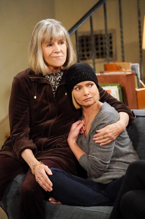 Marjorie (Mimi Kennedy, l.); Jill (Jaime Pressly, r.) - Bildquelle: Warner Bros. Entertainment, Inc.