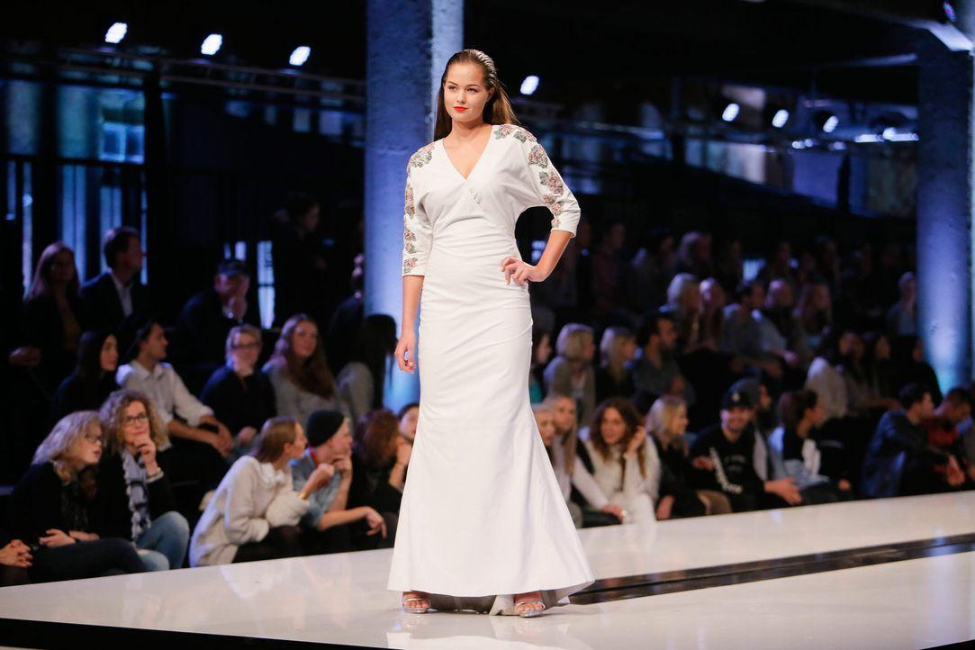 GNTM-Stf11-Epi01-erste-fashion-show-07-ProSieben-Huebner - Bildquelle: ProSieben/Richard Huebner