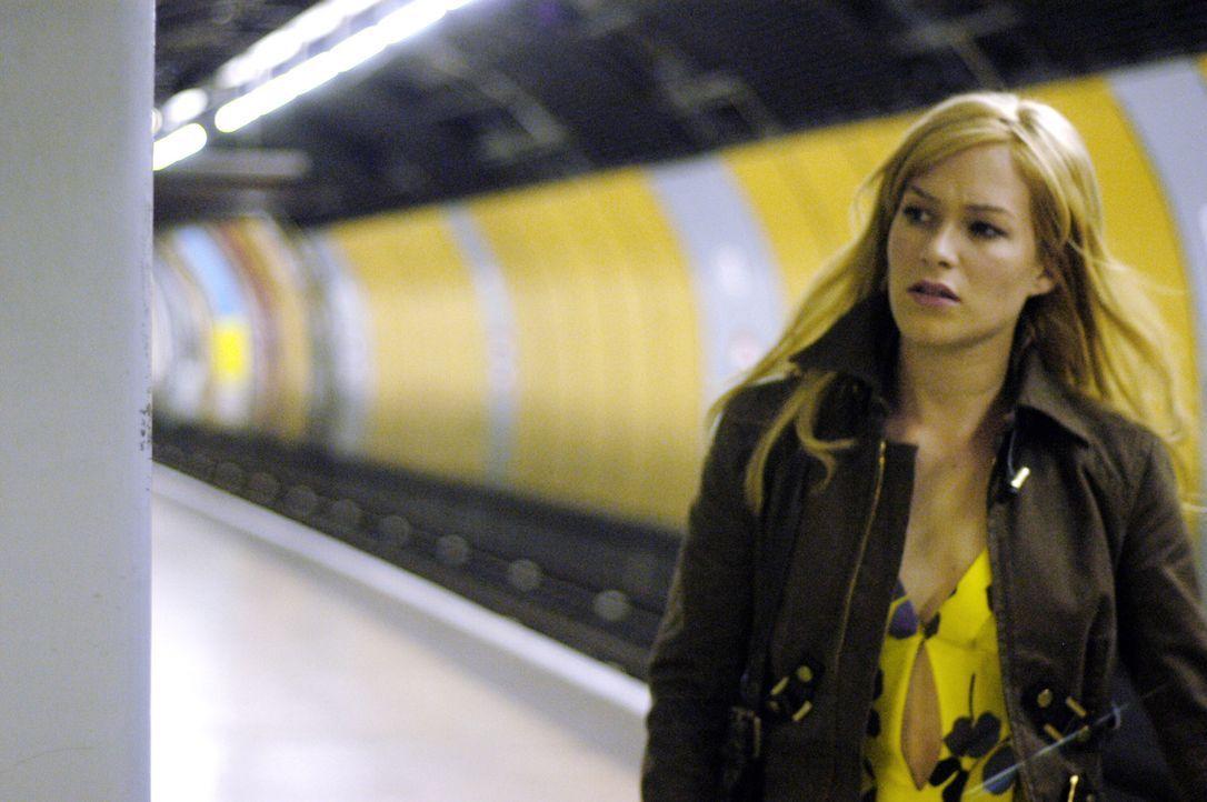 London, Mitternacht. Während Kate (Franka Potente) nachts auf die nächste U-Bahn wartet, schläft sie ein. Als sie aufwacht, ist sie ganz allein a... - Bildquelle: TMG