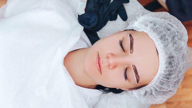 Augenbrauen: Microblading