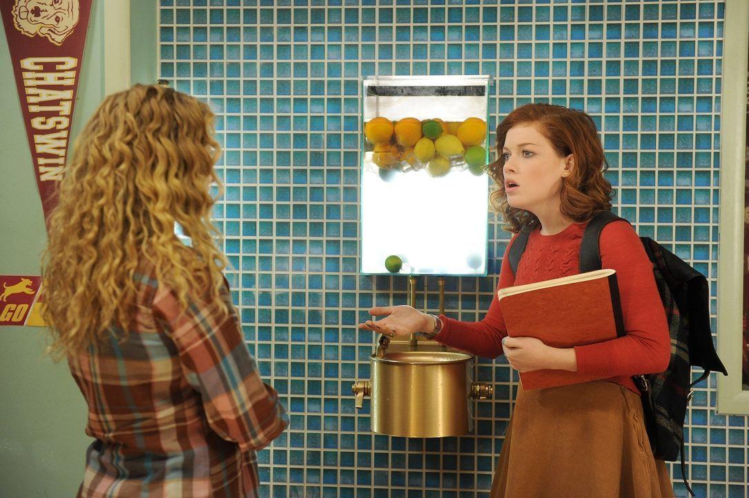 Während sich Tessa (Jane Levy, r.) an die neue Wohnsituation gewöhnt, können sich Lisa (Allie Grant, l.) und Malik für kein Feriencamp entscheid... - Bildquelle: Warner Brothers
