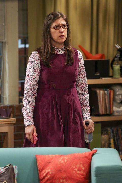 Ist geschockt, als sie erfährt, dass die ganze Uni über ihre intimsten Details ihrer romantischen Beziehung mit Sheldon Bescheid weiß: Amy (Mayim Bi... - Bildquelle: 2016 Warner Brothers
