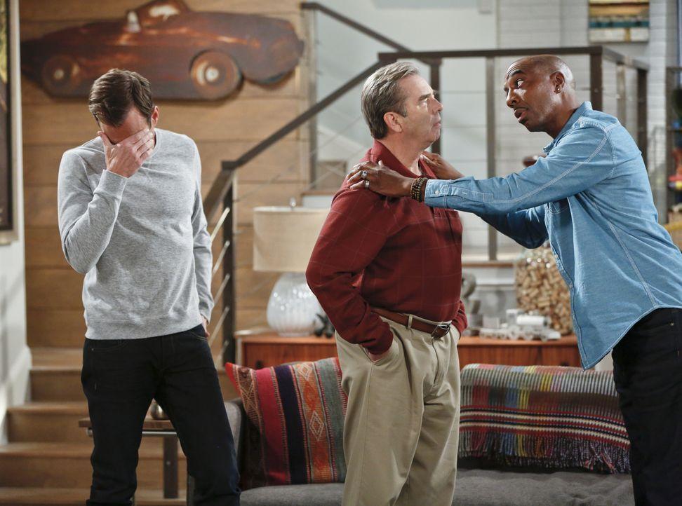 Sind sich über die Feierlichkeiten für Thanksgiving nicht einig: Nathan (Will Arnett, l.), Ray (J.B. Smoove, r.) und Tom (Beau Bridges, M.) ... - Bildquelle: 2014 CBS Broadcasting, Inc. All Rights Reserved.