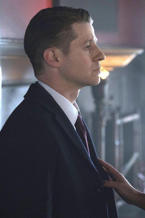 Lee will die Stadt verlassen und Gordon (Ben McKenzie) soll sie begleiten. Er wiederum kann kaum noch gegen das Virus ankämpfen ... - Bildquelle: Warner Brothers