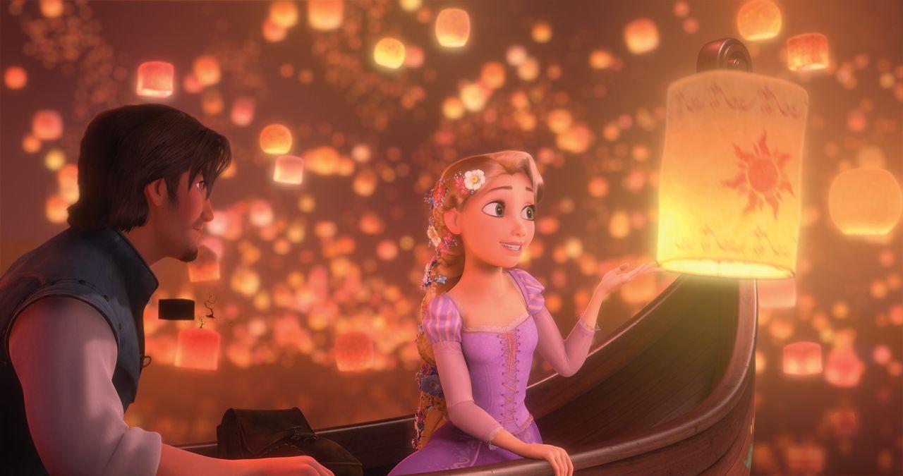 17 Jahre hat die wunderschöne Rapunzel (r.) eingesperrt in einem Turm verbracht. Als sie die ersten Schritte in die weite Welt wagt, steht ihr der c... - Bildquelle: Disney.  All rights reserved