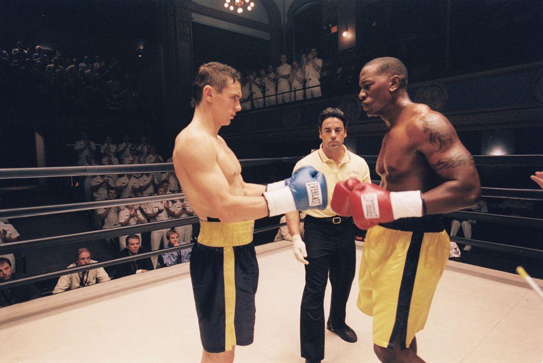 In Finale der Box-Brigademeisterschaften stehen sich Jake (James Franco, l.) und sein Erzrivale, Lieutenant Cole (Tyrese Gibson, r.), gegenüber. Ei... - Bildquelle: Touchstone Pictures.  All rights reserved