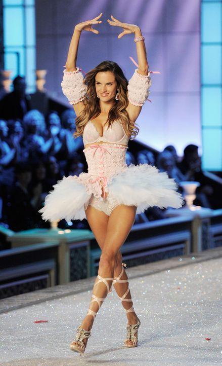 victoria-secret-fashion-show-2011-32-alessandra-ambrosio-afpjpg 1155 x 1900 - Bildquelle: AFP