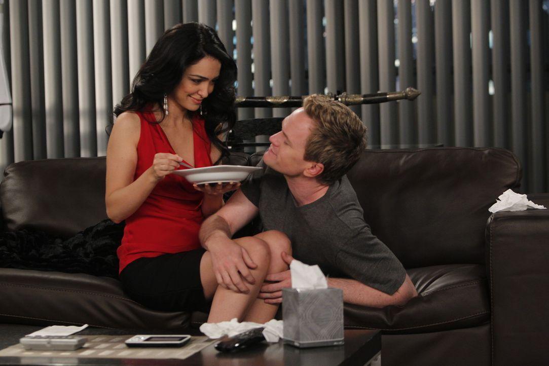 Genießen ihre Zweisamkeit: Nora (Nazanin Boniadi, l.) und Barney (Neil Patrick Harris, r.) ... - Bildquelle: 20th Century Fox International Television