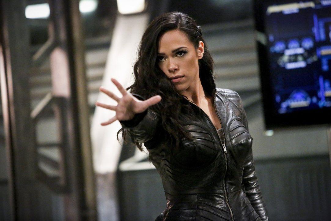 Als Gypsy (Jessica Camacho) unerwartet bei S.T.A.R. Labs auftaucht und sich nicht erinnern kann, warum sie überhaupt dort ist, ahnen Barry und seine... - Bildquelle: 2016 Warner Bros.
