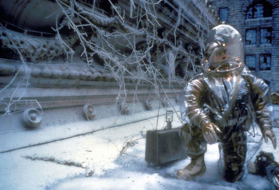 Aus den Tiefen der Erde kehrt James Cole (Bruce Willis) auf die winterliche Erdoberfläche zurück, um die Drahtzieher der Viruskatastrophe ausfindig...