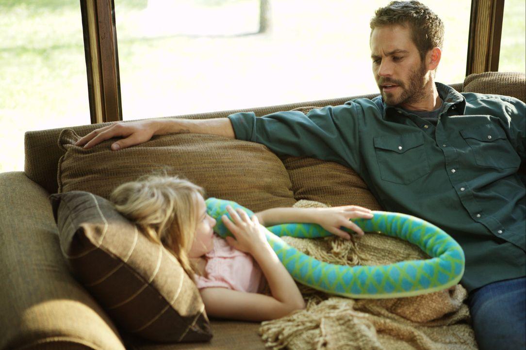 Den Tod zu täuschen, ist erst der Anfang: Ben (Paul Walker, l.) ist nicht bereit, für sein Weiterleben seine Frau und seine Tochter Katie (Brookly... - Bildquelle: 2008 Medea Capital LLC. All Rights Reserved.