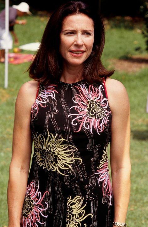 Die neue Direktorin der Mine, Pat Bogen (Mimi Rogers), kann sich nur kurze Zeit daran erfreuen, eine ertragreiche Mine leiten zu können ... - Bildquelle: Regent Entertainment