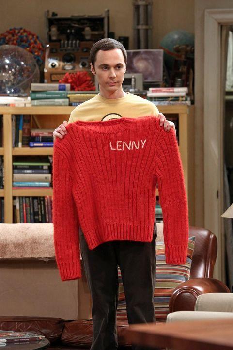 Nachdem Leonard eine längst überfällige Leih-DVD aus seiner Rumpelkiste zieht, die einst auf Sheldons Kundenkarte ausgeliehen wurde, wird er von She... - Bildquelle: Warner Brothers Entertainment Inc.
