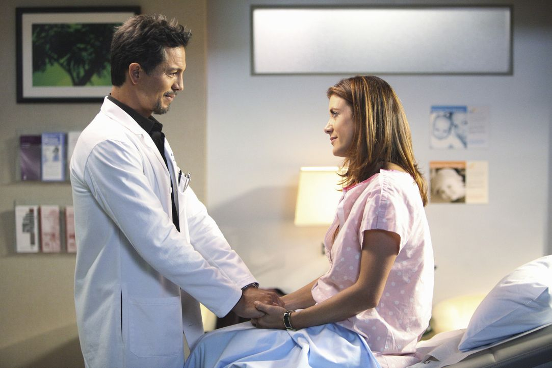 Addisons (Kate Walsh, r.) Babywunsch führt sie zum Fruchtbarkeitsexperten Jake Reilly (Benjamin Bratt, l.). Dieser entpuppt sich als ihre Supermark... - Bildquelle: ABC Studios