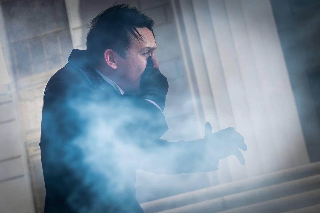 Die Kriminalitätsrate in Gotham ist höher als jemals zuvor, was es für den Penguin (Robin Lord Taylor) schwierig macht, seine Versprechen als Bürger... - Bildquelle: Warner Brothers
