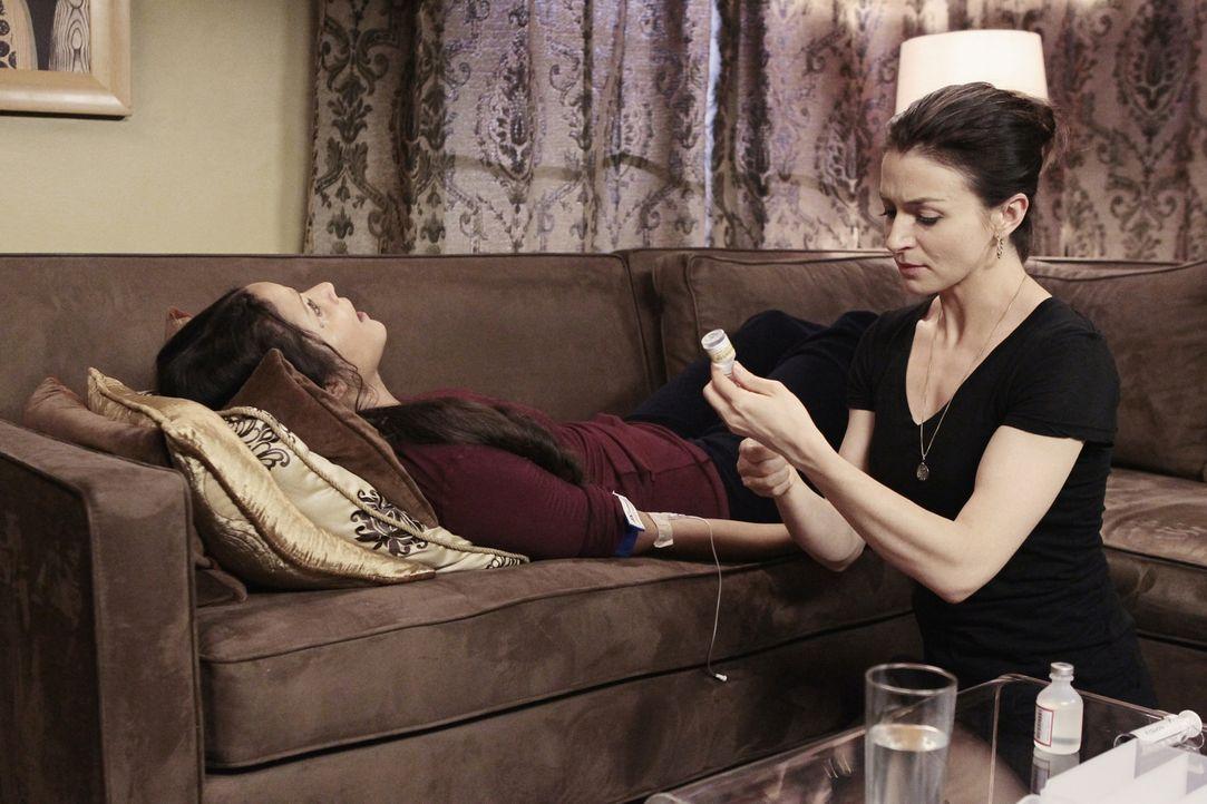 Michelle (Sydney Tamia Poitier, l.), eine alte Freundin von Amelia kommt aus Italien zurück. Sie hat das Huntington-Gen und die Krankheit ist nun a... - Bildquelle: ABC Studios