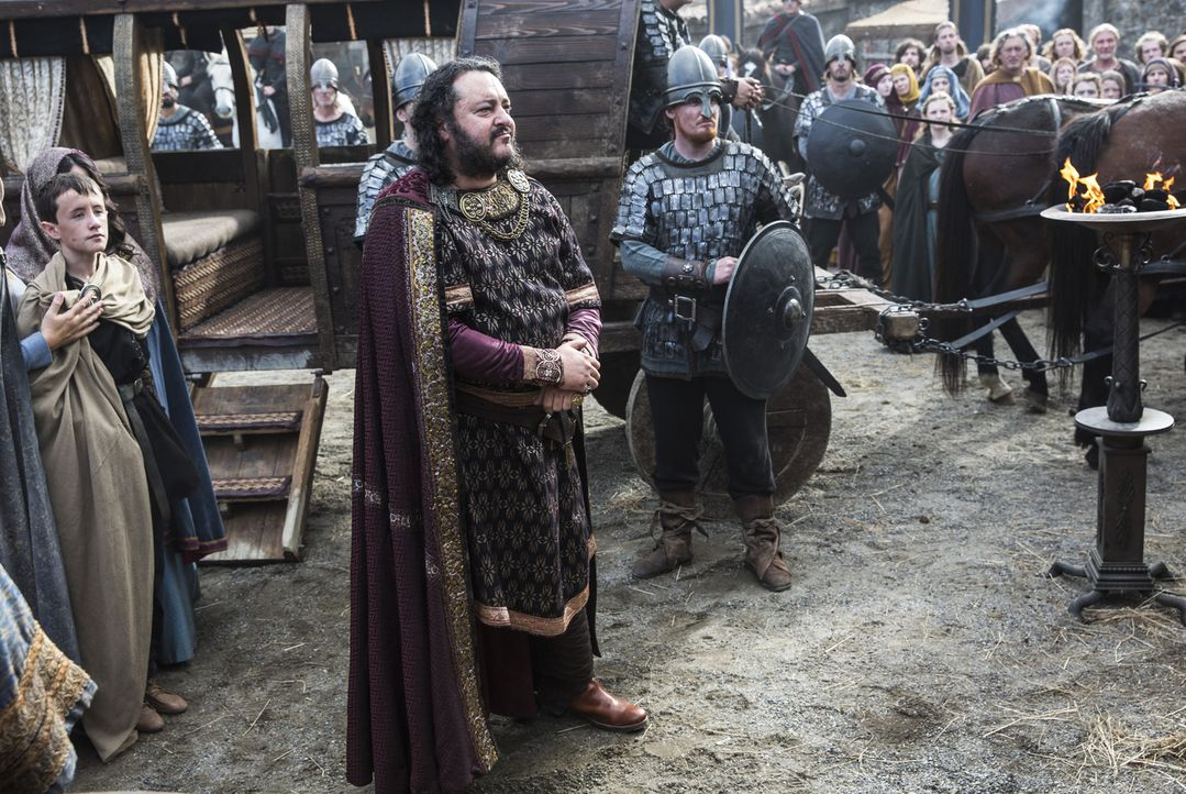 Wird sich König Aelle (Ivan Kaye, M.) mit König Ecbert verbünden und gegen die Wikinger vorgehen? - Bildquelle: 2014 TM TELEVISION PRODUCTIONS LIMITED/T5 VIKINGS PRODUCTIONS INC. ALL RIGHTS RESERVED.