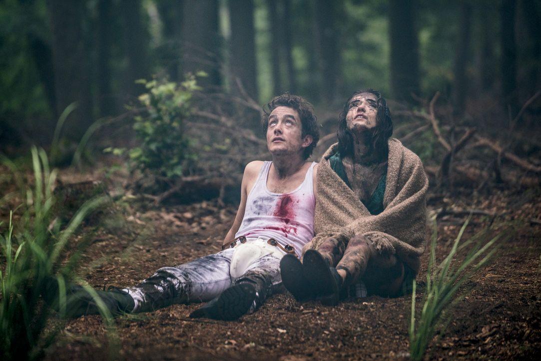 Leon (David Hugo Schmitz, l.); Emma (Caroline Hartig, r.) - Bildquelle: Oliver Vaccaro ProSieben / Oliver Vaccaro
