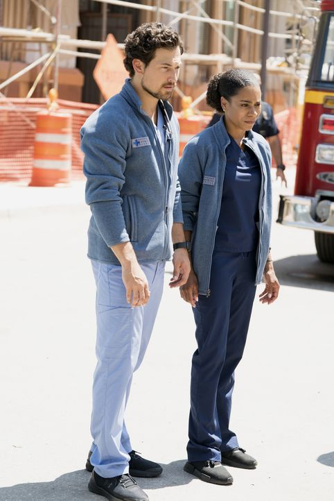 DeLuca (Giacomo Gianniotti, l.); Maggie (Kelly McCreary, r.) - Bildquelle: Eric McCandless 2018 American Broadcasting Companies, Inc. All rights reserved. / Eric McCandless