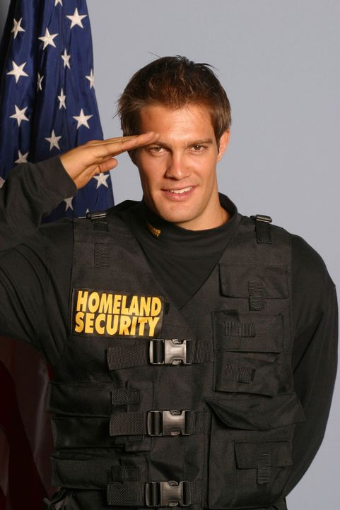 Im Einsatz: Bobby (Geoff Stults) ... - Bildquelle: Copyright   2005 Screen Gems, Inc. All Rights Reserved.