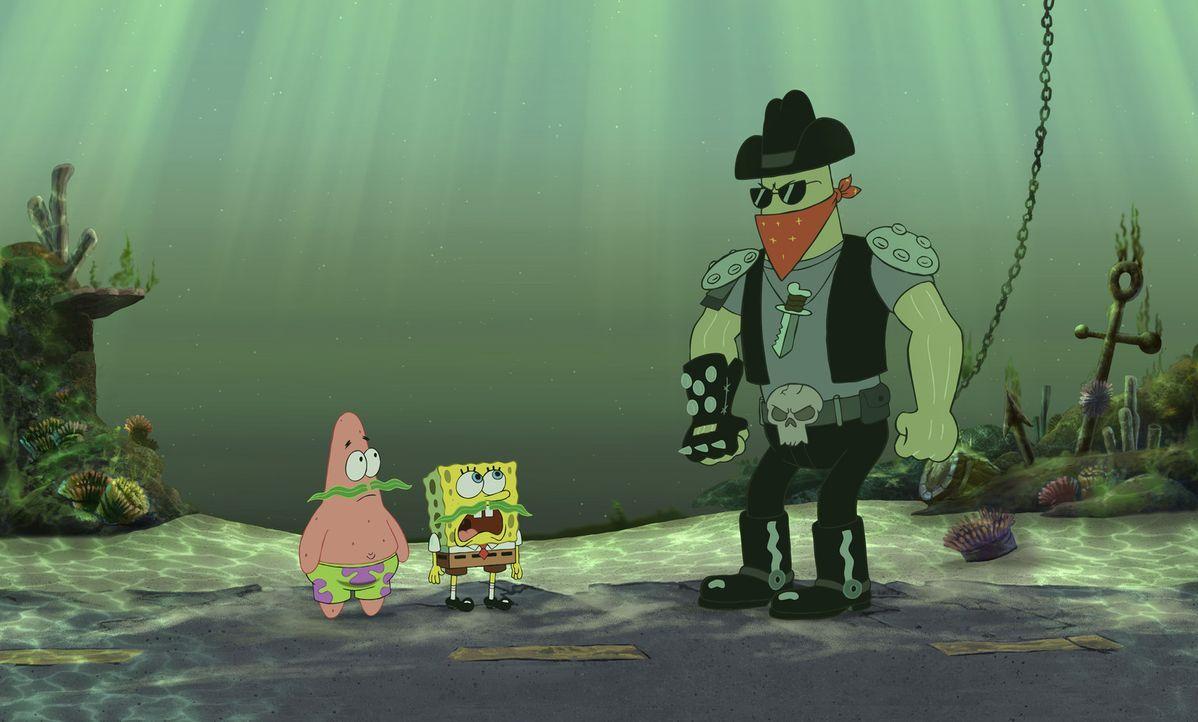 Der brutale Schläger Dennis (r.) wird von dem fiesen Schurken Plankton engagiert, um Patrick (l.) und Spongebob (M.) aufzuhalten ... - Bildquelle: Copyright   2004 PARAMOUNT PICTURES and VIACOM INTERNATIONAL INC. All Rights Reserved. NICKELODEON, SPONGEBOB SQUAREPANTS and all related titles, logo