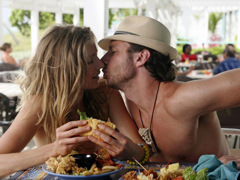 Elliot (Sarah Chalke, l.) wünscht sich so sehr, dass J.D. (Zach Braff, r.) seine Liebe zu ihr formuliert, doch sie ist mit keinem seiner Versuche z... - Bildquelle: Touchstone Television