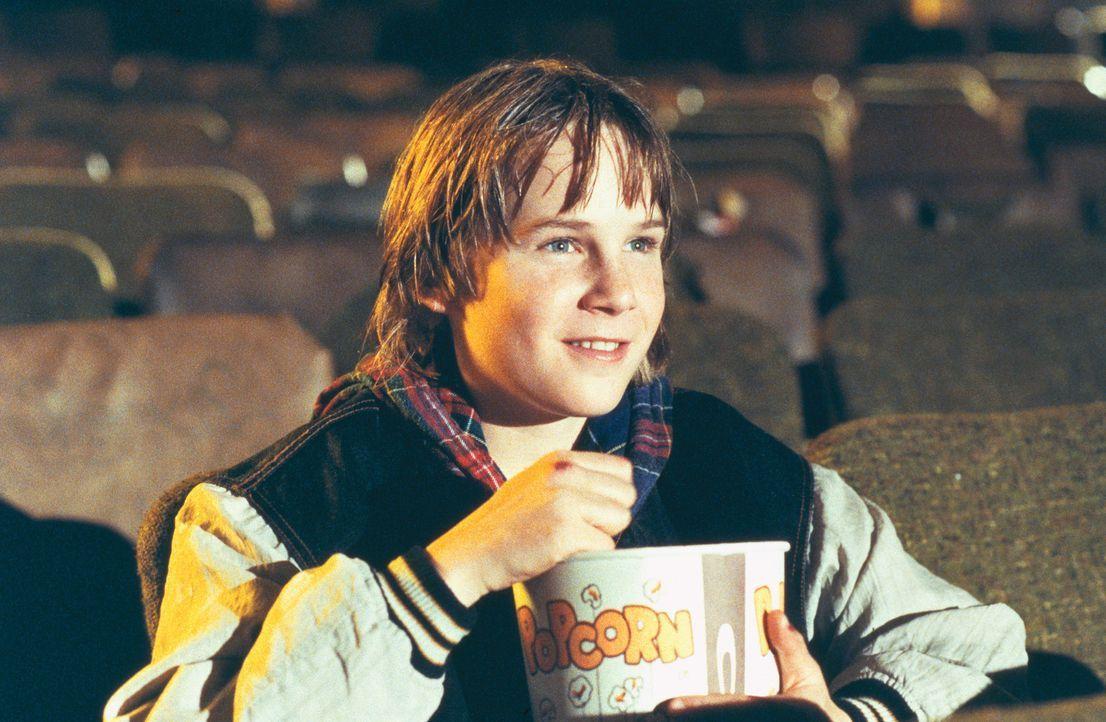 Danny Madigan (Austin O`Brien) ist ein riesiger Actionfilm-Fan. Sein Idol ist Jack Slater, ein cooler Polizist, der in seinen Filmen den Bösewichte... - Bildquelle: 1993 Columbia Pictures Industries, Inc. All Rights Reserved.