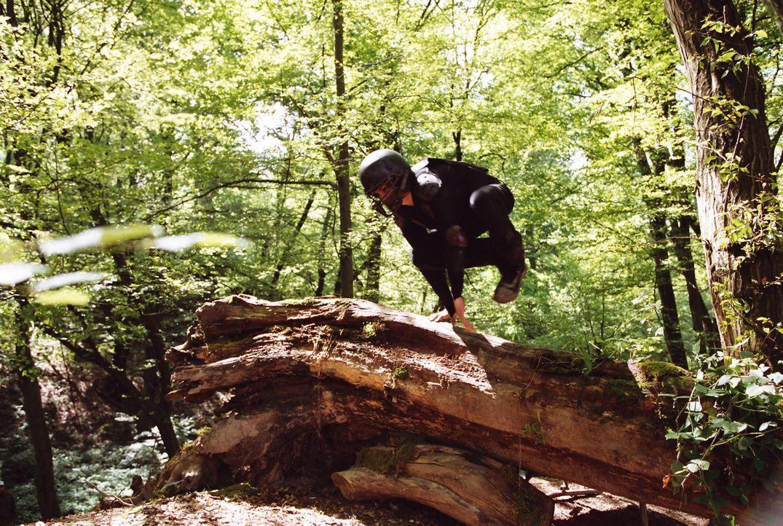 """Kurioses Training: Die Fußballjungs """"Die wilden Kerle"""" trainieren im Wald, bis eines Tages Anführer Leon verschwindet. - Bildquelle: Buena Vista International"""