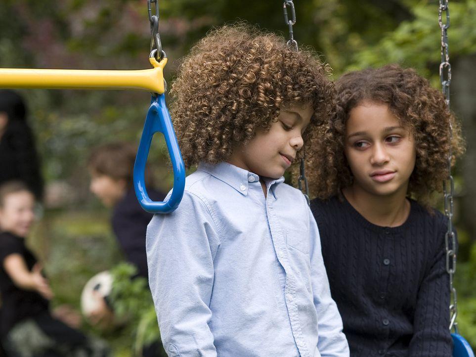 Müssen mit dem Verlust ihres Vaters zu Recht kommen: Harper (Alexis Llewellyn, r.) und Dory (Micah Berry, l.) ... - Bildquelle: DREAMWORKS LLC. ALL RIGHTS RESERVED.