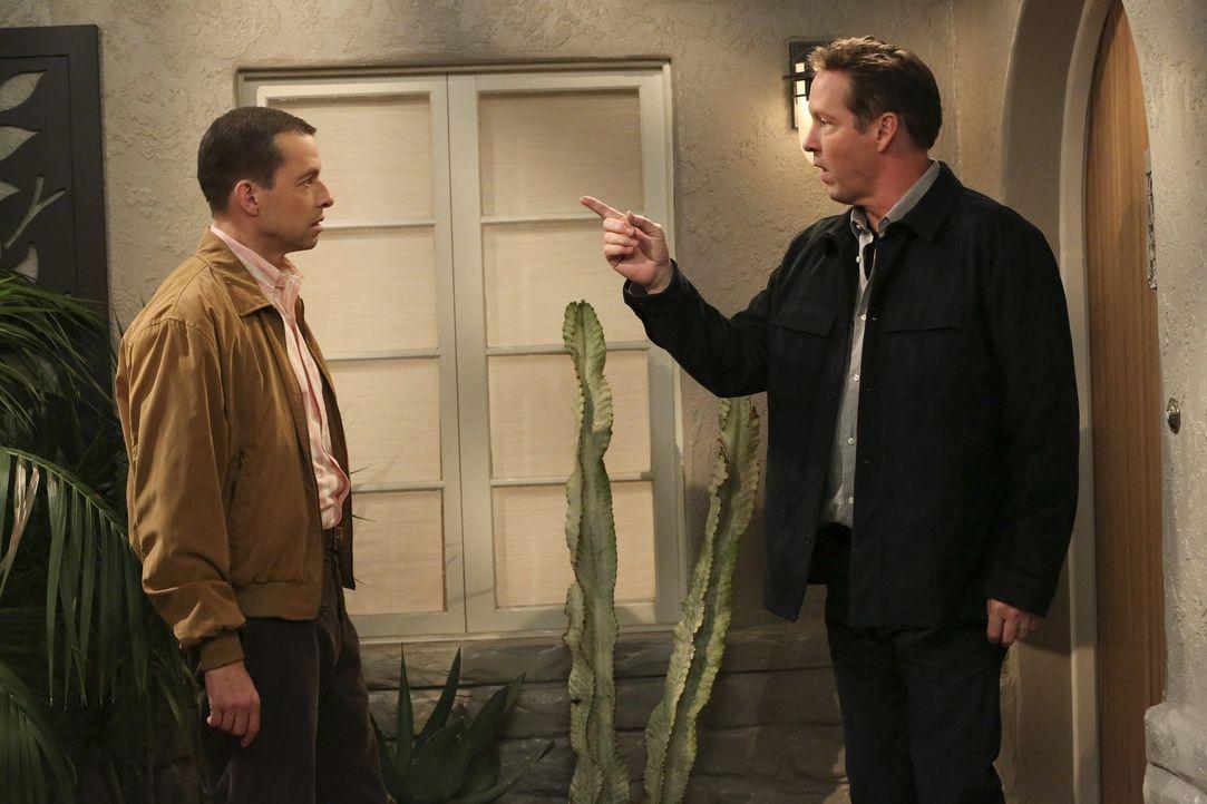 Lyndseys Freund Larry (D.B. Sweeney, r.) hat einen Privatdetektiven engagiert. Der hat nun herausgefunden, dass die junge Frau ihn betrügt. Alan (Jo... - Bildquelle: Warner Bros. Television