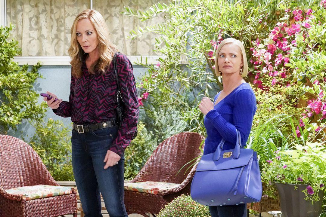 Bonnie (Allison Janney, l.); Jill (Jaime Pressly, r.) - Bildquelle: Robert Voets Warner Bros. Entertainment, Inc. / Robert Voets