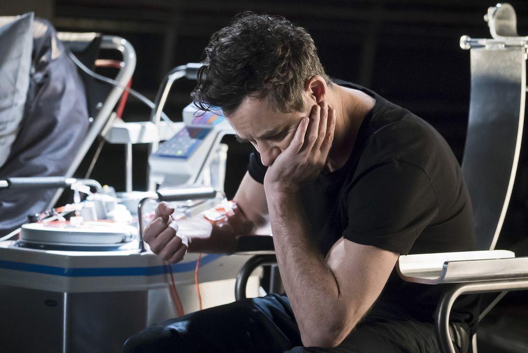 Jesse stößt auf eine alte Nachricht ihres Vaters und ist entsetzt wozu Dr. Wells (Tom Cavanagh) fähig ist. Welche Konsequenzen wird die junge Frau d... - Bildquelle: Warner Bros. Entertainment, Inc.