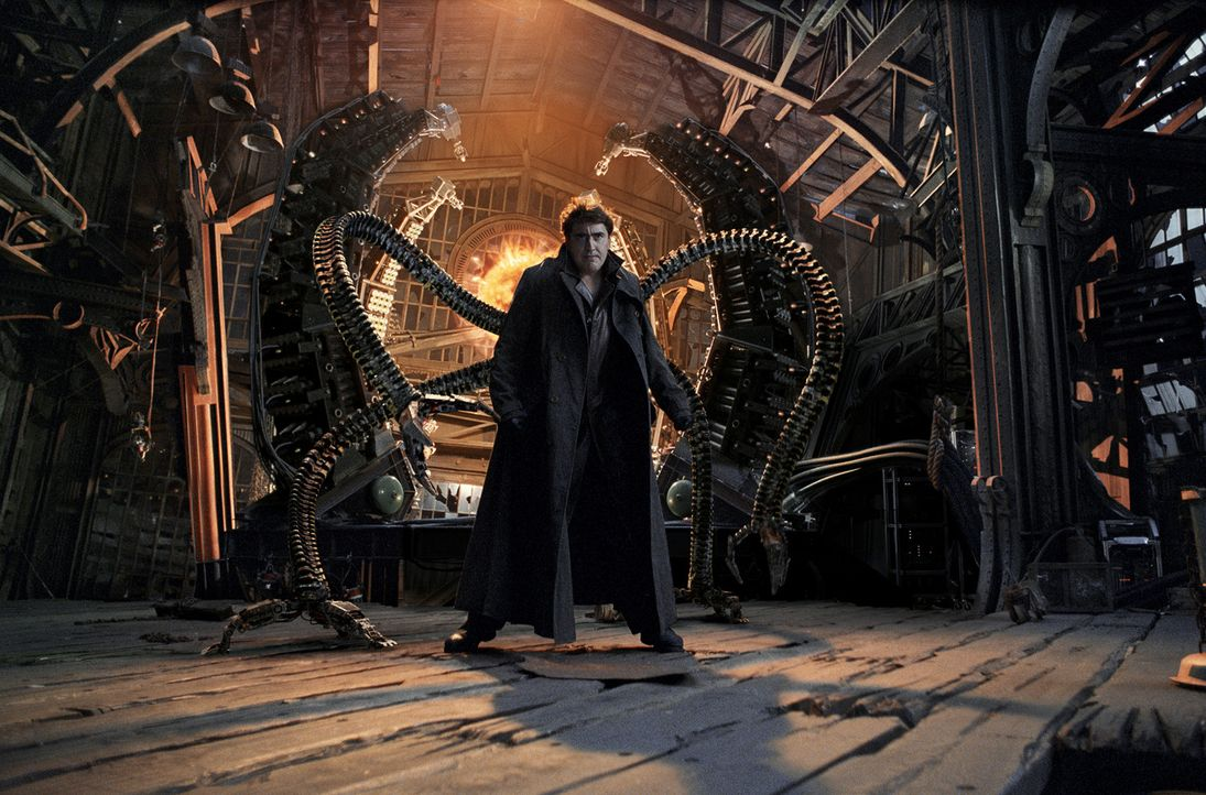 "Ein Experiment des brillanten Fusions-Forschers Dr. Otto Octavius (Alfred Molina) schlägt auf fatale Weise fehl -  ""Doc Ock"" ist geboren ... - Bildquelle: Sony Pictures Television International. All Rights Reserved."