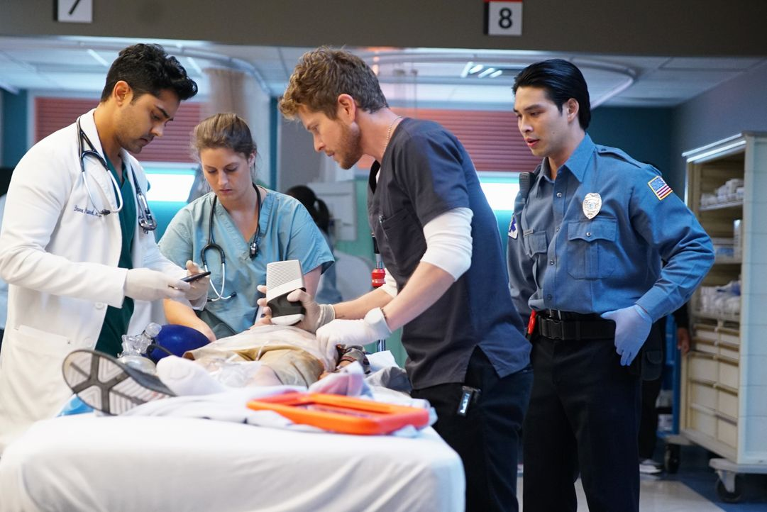 Dr. Devon Pravesh (Manish Dayal, l.); Dr. Conrad Hawkins (Matt Czuchry, 2. v.r.) - Bildquelle: 2018-2019 Twentieth Century Fox Film Corporation. All rights reserved.
