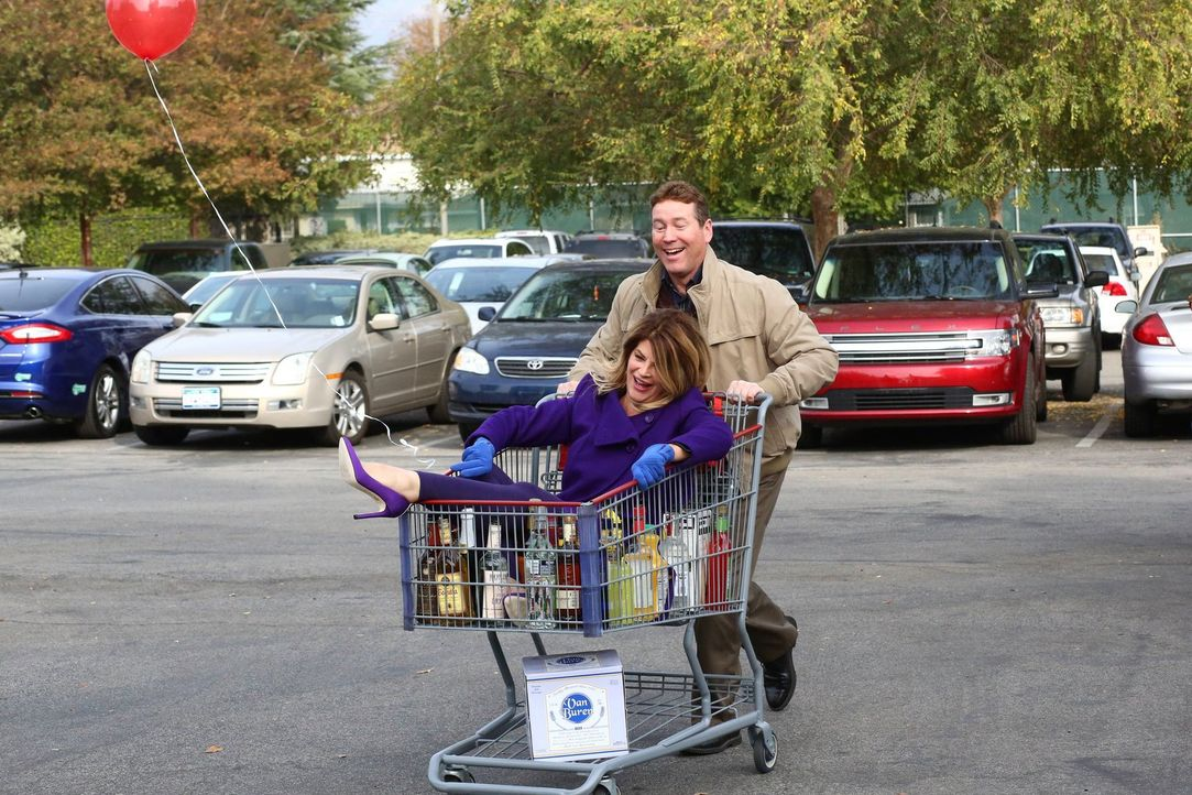 Pam (Kirstie Alley, l.) Kevin (Heath Khan, r.) - Bildquelle: Warner Brothers