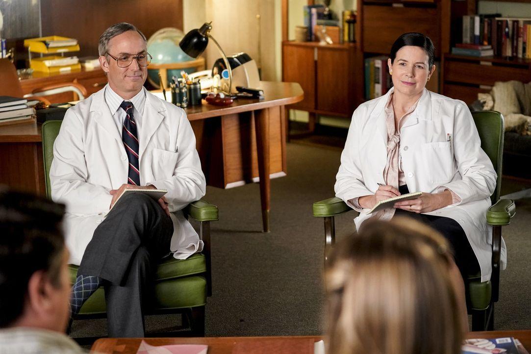 Dr. Pilson (Wallace Langham, l.); Dr. Thorpe (Amy Farrington, r.) - Bildquelle: Erik Voake 2018 CBS Broadcasting, Inc. All Rights Reserved./Erik Voake