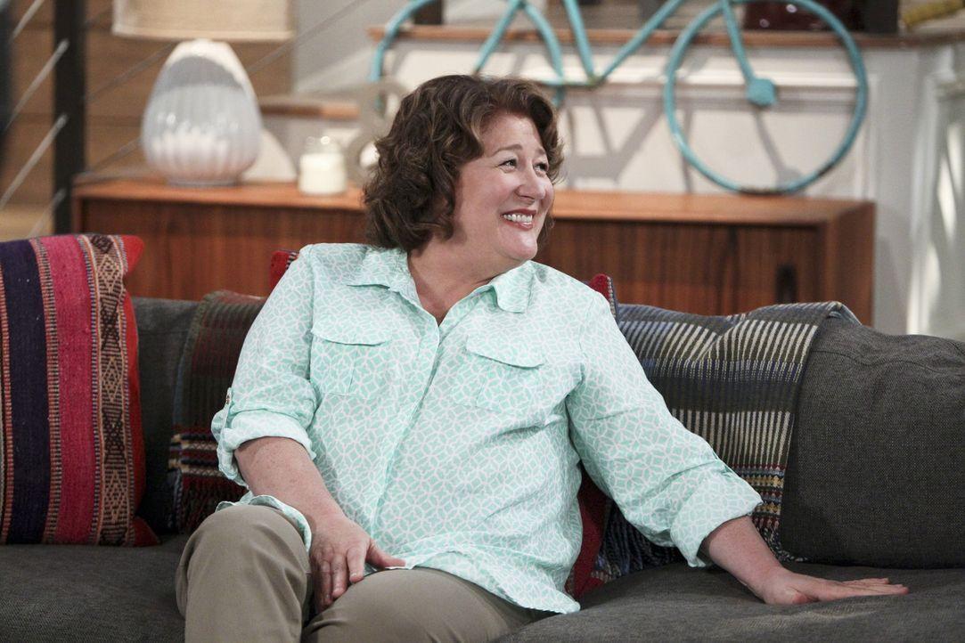 Carol (Margo Martindale) ist begeistert. Sie besucht seit neuestem einen Psychotherapeuten ... - Bildquelle: 2013 CBS Broadcasting, Inc. All Rights Reserved.