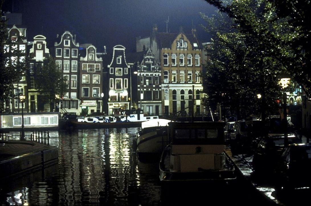 Amsterdam, die Hauptstadt der Niederlande, ist Ziel vieler tausend Touristen aus aller Welt. Eines Tages reist auch Britt nach Amsterdam ... - Bildquelle: ProSieben