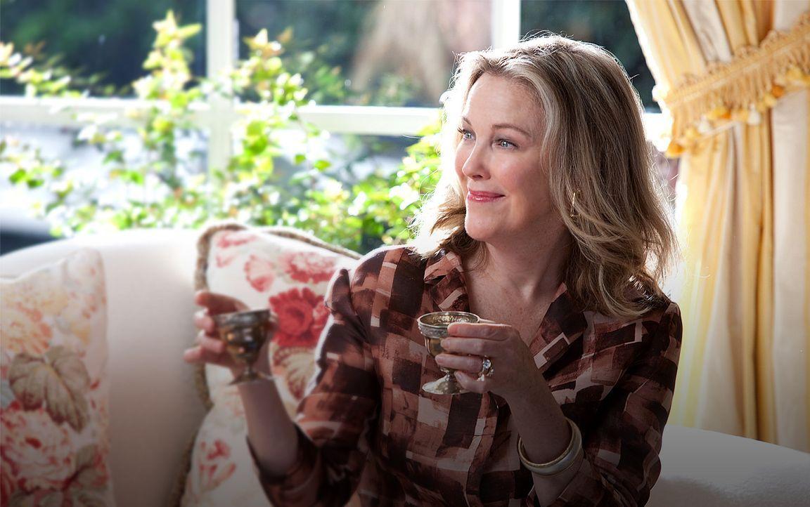Die trinkfreudige Mrs. Kornfeldt (Catherine O'Hara) ahnt nicht, dass ihr Mann eine tiefe Aversion gegenüber Spencer hegt ... - Bildquelle: Kinowelt GmbH