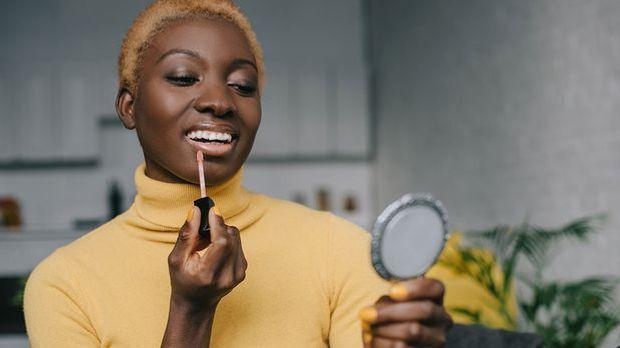 Der Lipstick steht hoch im Kurs diesen Sommer! Welche Make-up Trends in 2021...