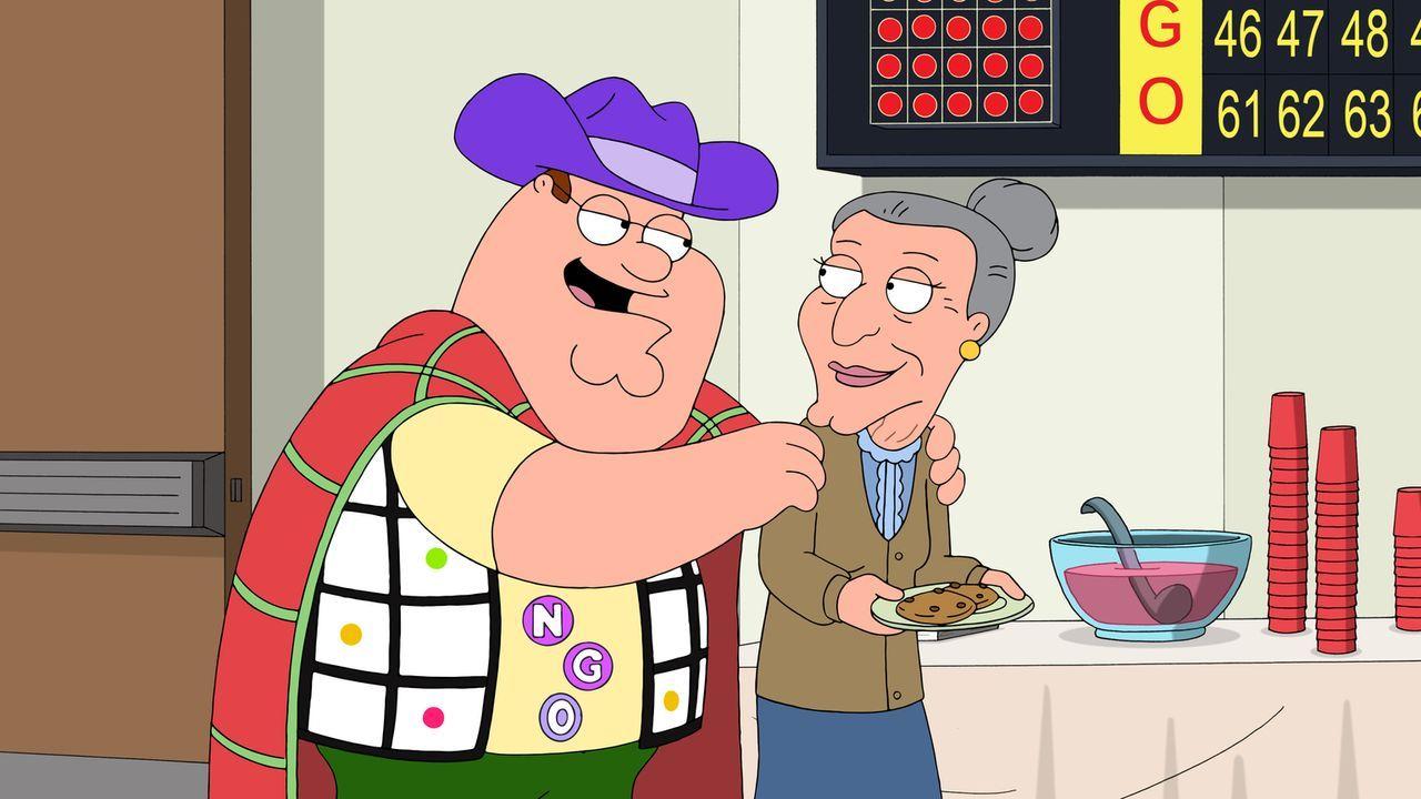 Peter (l.) nimmt mit Joe an einem Bingo-Abend teil und entwickelt mehr als nur Begeisterung für dieses Spiel. Joe allerdings trägt die Konsequenzen... - Bildquelle: 2015-2016 Fox and its related entities. All rights reserved.
