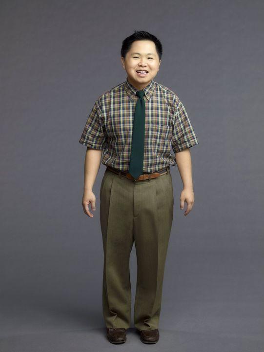 (1. Staffel) - Der neue, junge, selbstgefällige Chef von Max und Caroline: Han Lee (Matthew Moy) ... - Bildquelle: Warner Brothers
