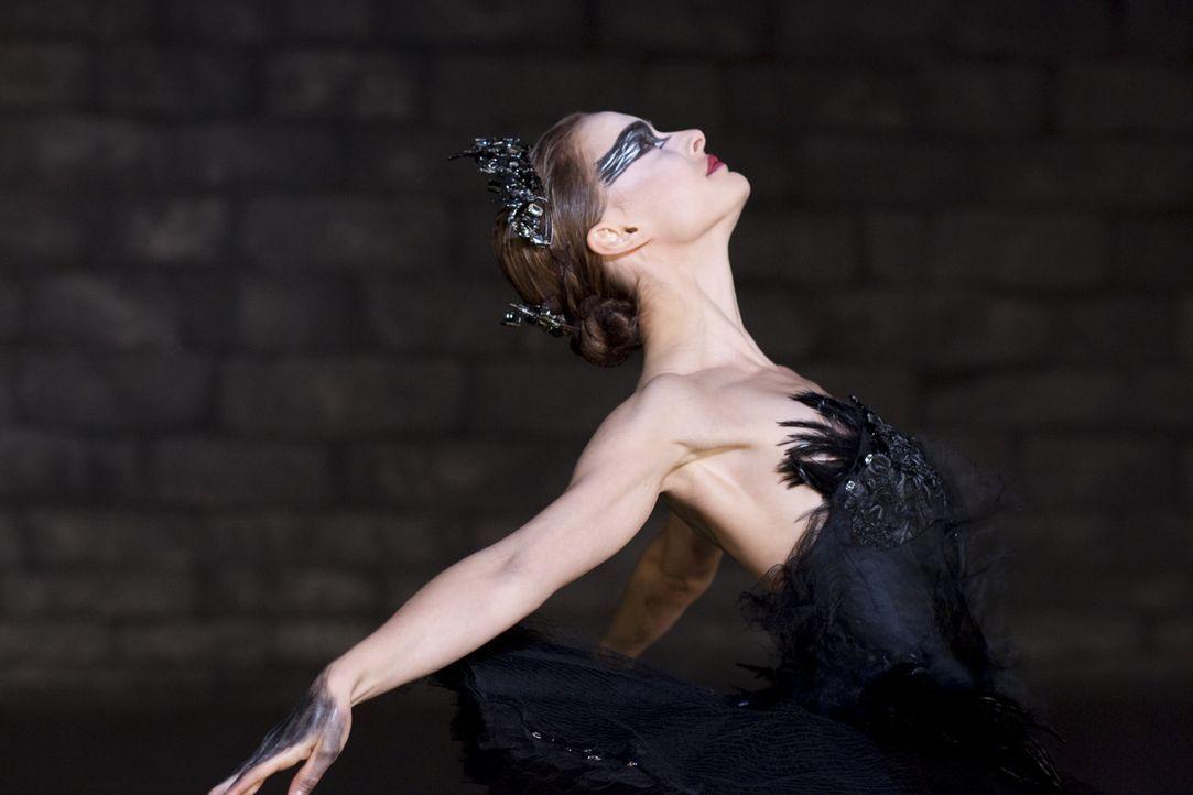 """Um der Figur des schwarzen Schwans in Tschaikowskis """"Schwanensee"""" Leben einzuhauchen, muss Nina (Natalie Portman) die dunklen Seiten ihrer Persönli... - Bildquelle: 20th Century Fox"""