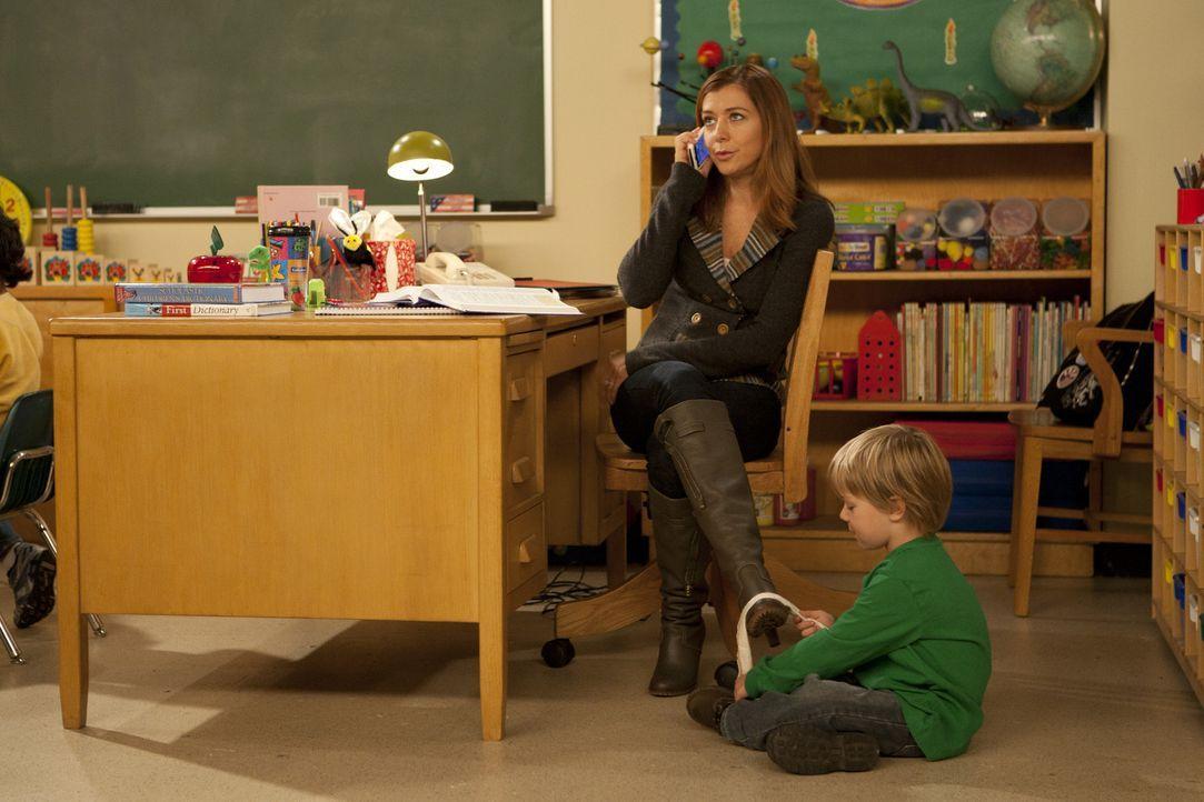 Da Ted Probleme mit seinen Studenten hat, bittet er Lily (Alyson Hannigan, l.) um Hilfe, denn als Vorschullehrerin mit viel Erfahrung weiß sie, wie... - Bildquelle: 20th Century Fox International Television